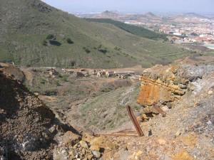 Vestigios mineros y paisaje en torno a Mina Agrupa Vicenta.  Foto: M. A. Alvarez Areces