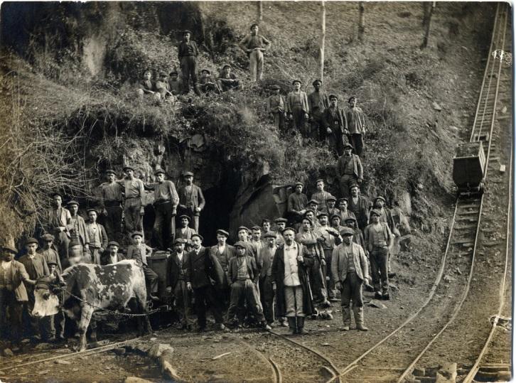 Elementos de la minería de montaña (plano inclinado, bocamina, caballista..). Archivo Histórico de Hunosa
