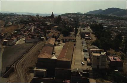 Vista de las minas y Almadén al fondo. Imagen tomada del Expediente para la declaración de las minas de Almadén e Idrija como Patrimonio de la Humanidad por la UNESCO.